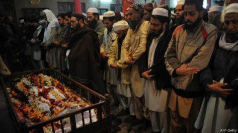 141217002726_funeral_prayer_dead_peshawar_640x360_afpgetty