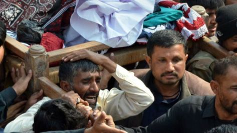 150131131154_funerals_shikarpur_sindh_pakistan_640x360_afpgetty_nocredit