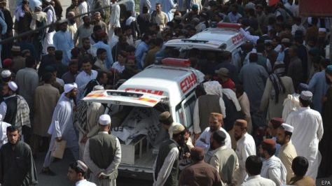 150530063608__bodies_of_the_victims_of_an_attack_on_passenger_bus_in_mastung_area_are_shifted_to_a_hospital_in_quetta_624x351_epa